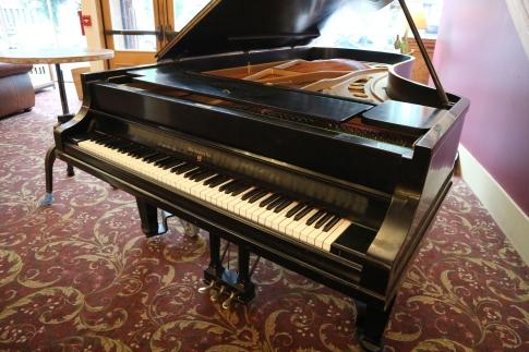 Knabe_piano